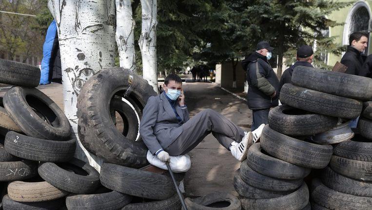 Gewapende pro-Russische separatisten in de stad Kramatorsk zouden het bezette politiebureau vrijwillig hebben verlaten. Beeld epa