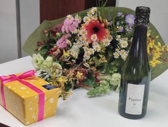 Bloemen voor personeel van woonzorgcentrum De Linde