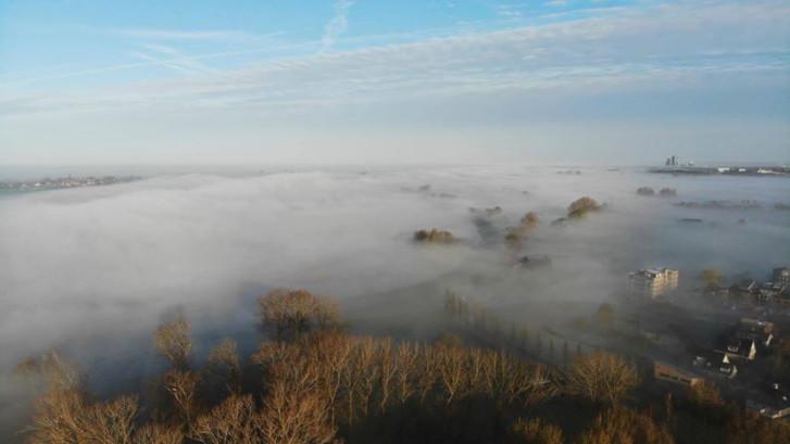 Prachtige ochtendnevel bij Kampen en IJsselmuiden