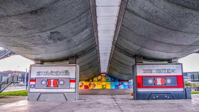 Een voorbeeld van streetart in Kortrijk, onder de Ronde van Vlaanderenbrug