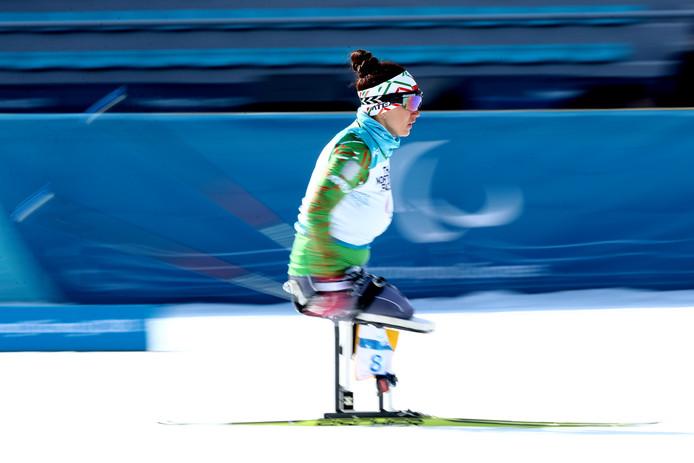 Lidziya Hrafeyeva uit Wit-Rusland in actie bij het onderdeel zitbiathlon.