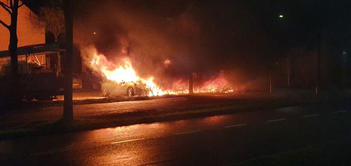 De autobrand aan de Valerialaan in Culemborg.