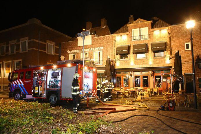Hulpdiensten bij café Jansen en Jansen.