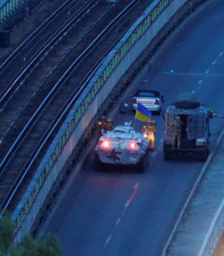 'Oud-soldaat' Oekraïense leger dreigt brug op te blazen in Kiev