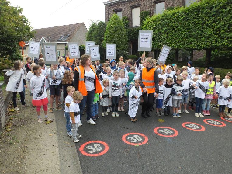 De leerlingen van VBS Zeveren voerden in september nog actie in de straat.