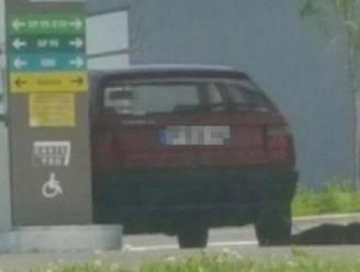 Gruwelijk: man sleept hond mee achter zijn auto