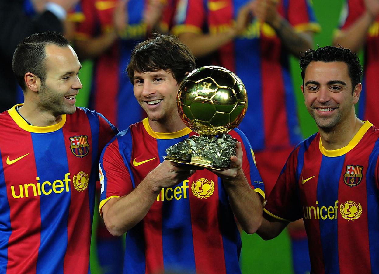 Andrés Iniesta en Xavi Hernandez wonnen in 2010 het WK met Spanje, maar de Gouden Bal ging naar hun Argentijnse teamgenoot Lionel Messi.