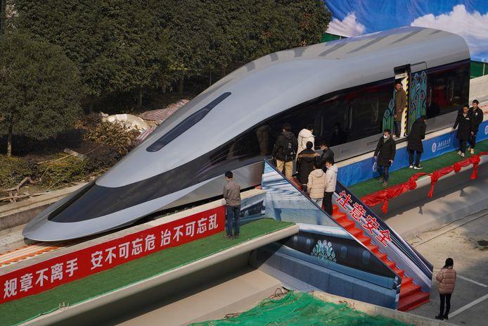 De nieuwe trein haalt een topsnelheid van 620 km/u