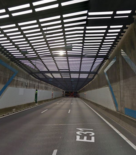 Noordtunnel weer vrij na ongeluk met geschaarde aanhanger