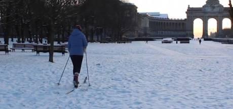 Les skieurs profitent de la neige à Bruxelles