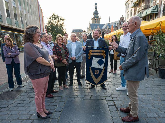 Teddy Vrijmoet is de nieuwste drager vann de Blauwe Steen, een prijs voor mensen die zicht verdienstelijk hebben gemaakt voor de stad Nijmegen.