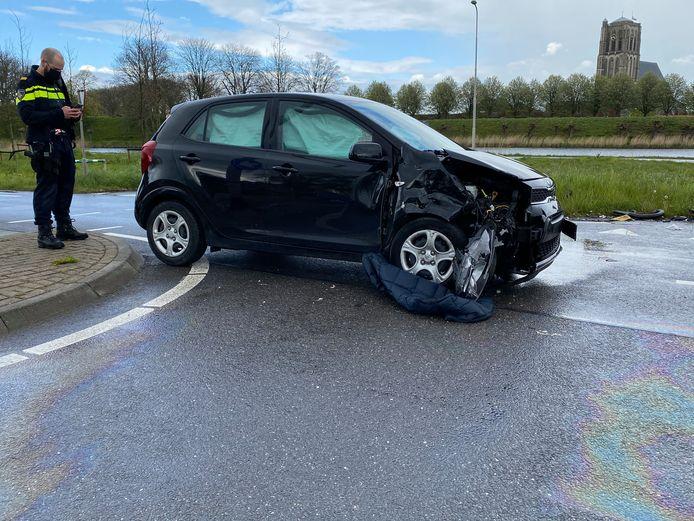 Een de auto's heeft forse schade opgelopen.
