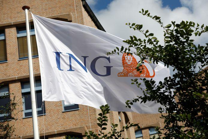 ING krijgt klappen op de beurs door de uitbraak van het schandaal.