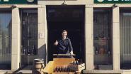 De Rijkswacht on Tour: cafébaas Pieter levert bierpakketten aan huis met de bakfiets