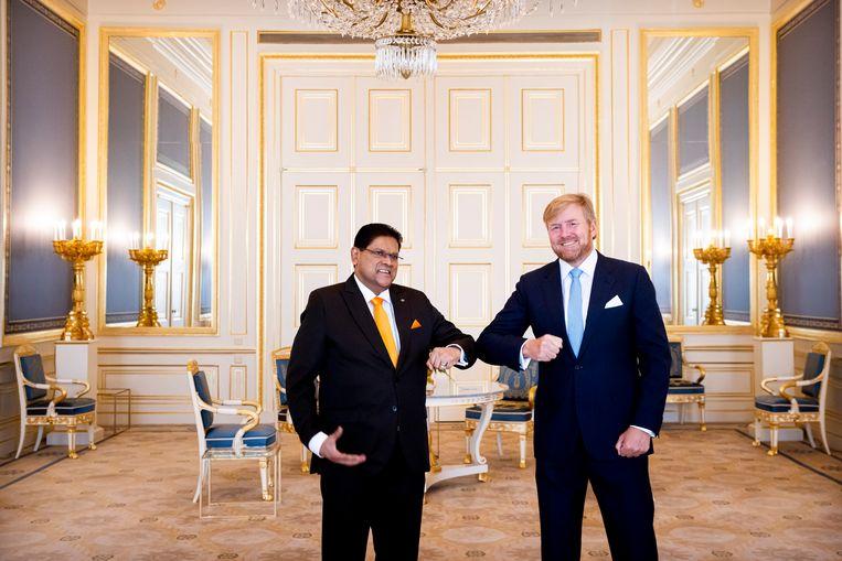 Koning Willem-Alexander ontving president Santokhi op Paleis Noordeinde. Beeld Brunopress