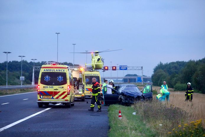 Dode en drie gewonden bij ongeluk op A58 bij Gilze, snelweg afgesloten