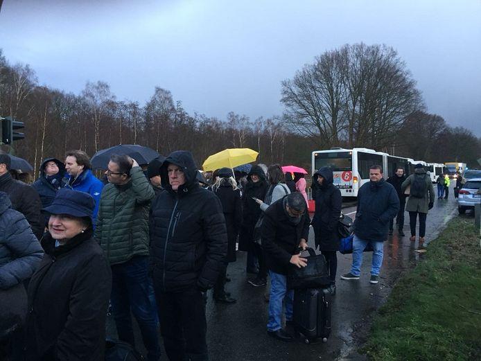 De gestrande reizigers kunnen met de bus naar Düsseldorf of Arnhem.
