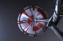 De parachute waaraan het marswagentje landde op Mars.