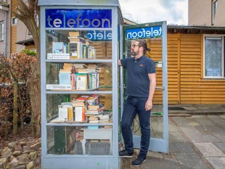 Bibliotheek gesloten? Geen nood, in Goes liggen de boeken in een oude telefooncel