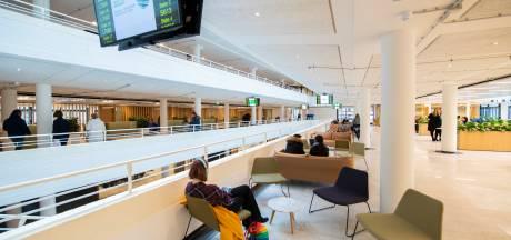 Inwoners van Apeldoorn moeten (opnieuw) langer wachten op paspoort, vergunning of mailtje van gemeente