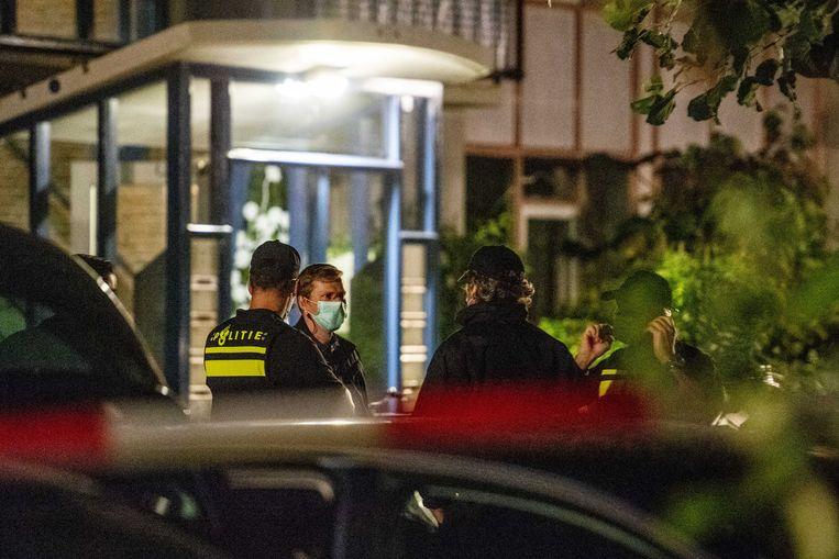 Politieonderzoek in een woning in Vlaardingen, waar een van de zeven aangehouden terreurverdachten woonde. Beeld ANP
