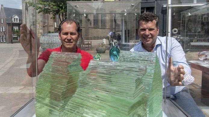 Jan Kruse (links) en Edward Willems van de stichting Glasrijk Tubbergen richten zich op 2021 dat een kroonjaar is voor het evenement.