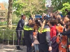 Koninklijke familie sluit feestdag af in Kunstmin