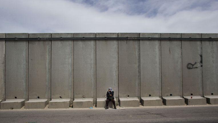 Een Palestijnse man bij de Westelijke Jordaanoever. (Archieffoto) Beeld ap