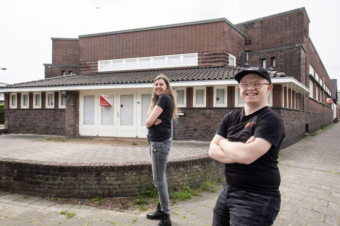 Kama was een van de vijf overgebleven kandidaten voor een plek in de oude bibliotheek maar werd het niet. Tot verdriet van twee acteurs, Joeri (rechts) en Ayle.