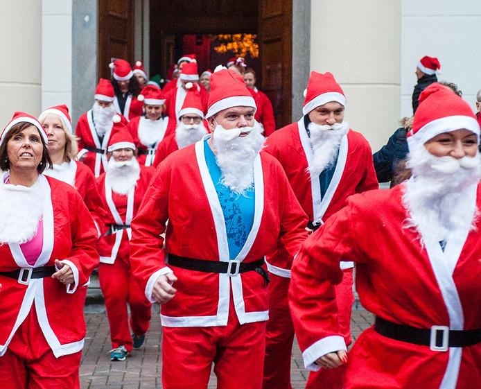 start kerstmannenloop door de binnenstad van roosendaal - Foto: Tonny Presser/Pix4Profs -