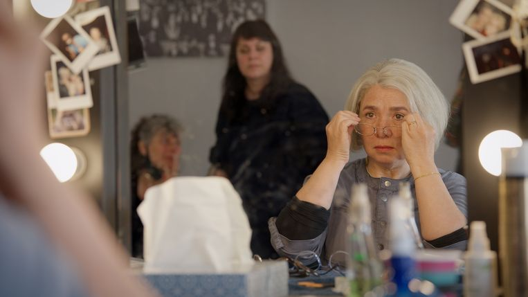 Actrice Esther Scheldwacht als moeder Winnie in de documentaire 'Terwijl het liefde was'. Beeld Witfilm, K2