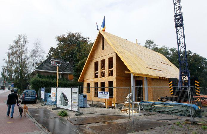 Bouw van een houten, energieneutraal huis in Beekbergen.