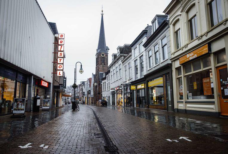 Een uitgestorven winkelstraat in Gorinchem tijdens de tweede lockdown.  Beeld ANP