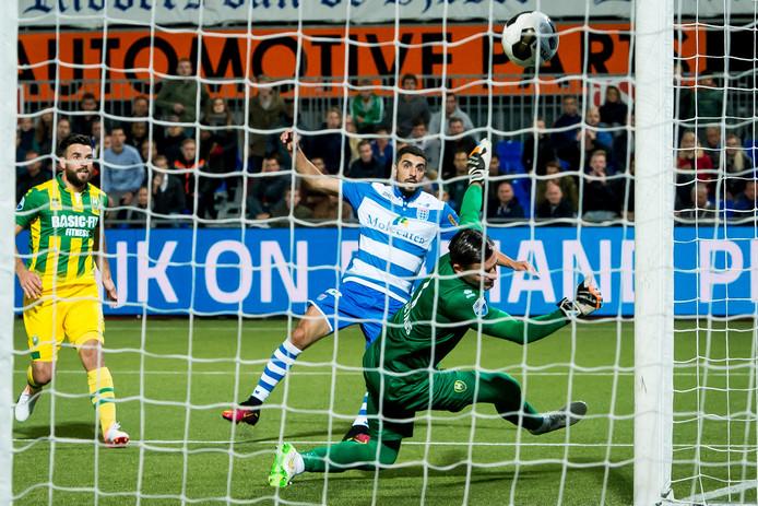 Zwolle speler Youness Mokhtar scoort de 2-1. Foto: ProShots