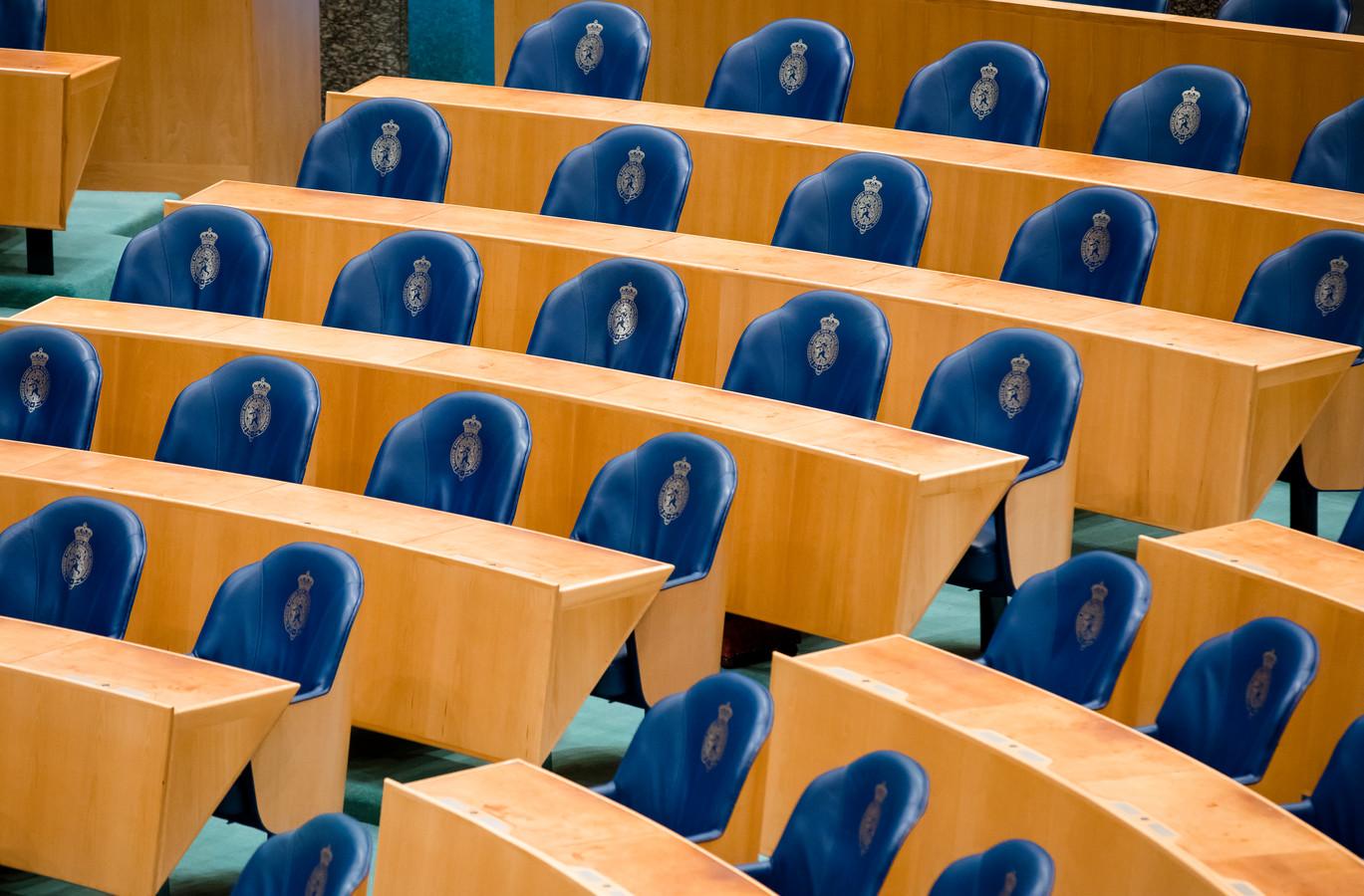 De Tweede Kamer kent 150 volksvertegenwoordigers. Dat lijkt veel, maar in vergelijking met andere landen is het opvallend weinig. Steeds meer parlementariërs loopt het werk over de schoenen.