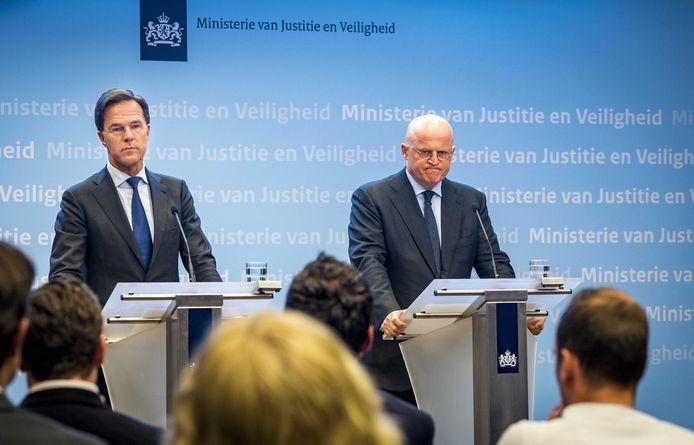 Minister-president Mark Rutte en minister Ferd Grapperhaus (Justitie en Veiligheid) staan de pers te woord op het ministerie Justitie en Veiligheid naar aanleiding van de schietpartij.