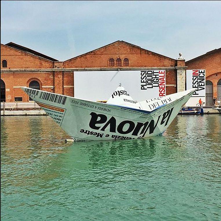 De 'papieren' boot van Vik Muniz. Beeld Vik Muniz / instagramm