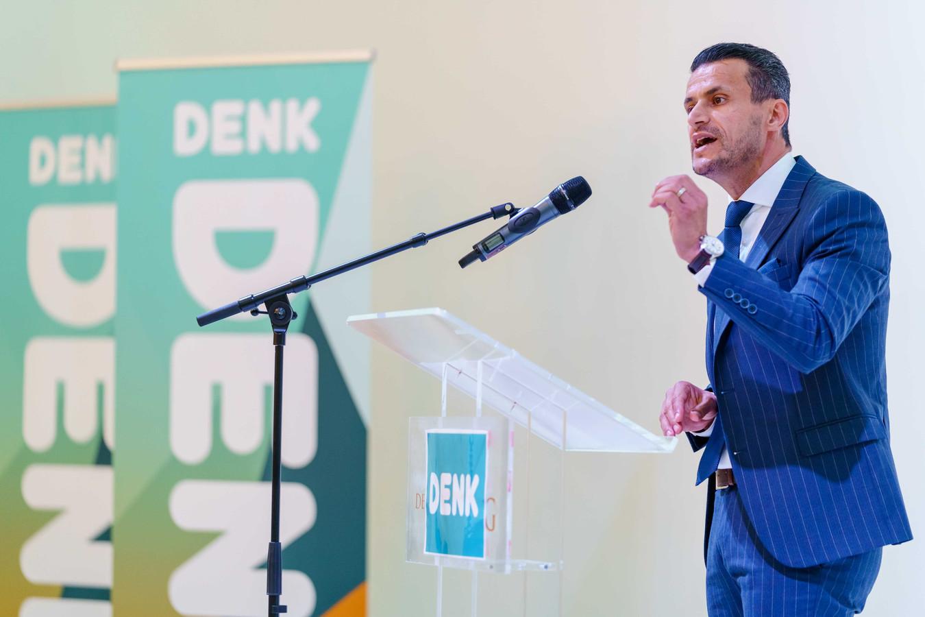 Farid Azarkan, de lijsttrekker van Denk, tijdens een ledenvergadering.