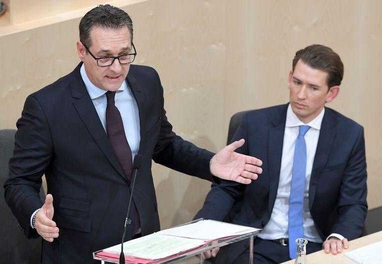 De Oostenrijkse vice-premier Heinz-Christian Strache (links) van FPÖ en de Oostenrijkse premier Sebastian Kurz van de ÖVP. Beeld ANP