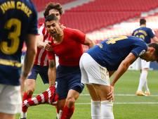 Atlético Madrid blijft op titelkoers na late goal van Suárez, rol van FC Barcelona uitgespeeld