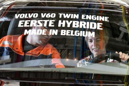 """Vlaams minister Schauvliege rijdt eerste """"Gentse"""" hybride Volvo van de band"""