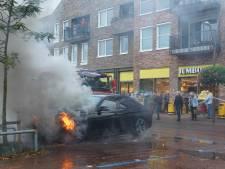 Oplettende supermarktklant blust, samen met brandweer, autobrand in Dedemsvaart