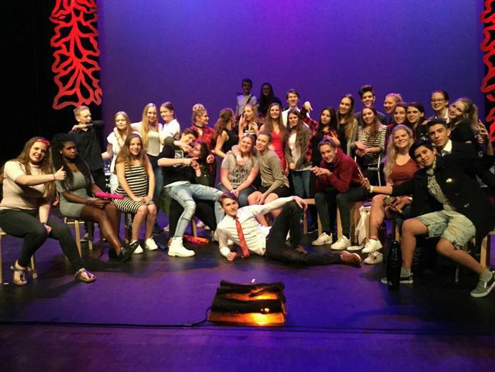 De eindexamenkandidaten die de theateropleiding volgen op Hooghuis-West