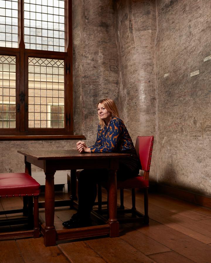 Crone in het 'zweetkamertje' van het Academiegebouw. Studenten van de Leidse Universiteit wachtten hier vroeger voor hun doctoraalexamen.