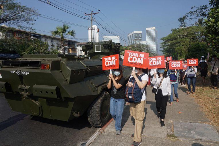 Demonstratie tegen de militaire coup in de stad Yangon, februari 2021. Beeld AFP