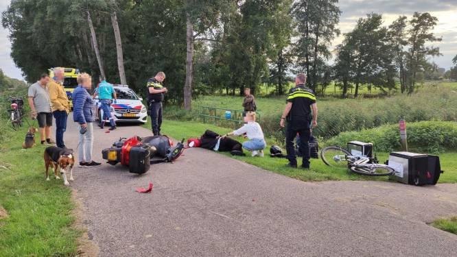Botsing tussen elektrische fiets en scooter in Raalte: beide bestuurders naar het ziekenhuis
