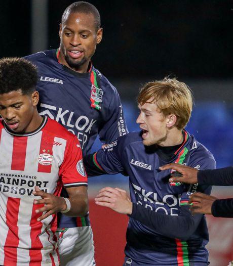 Invaller Beekman redt een punt voor NEC bij Jong PSV