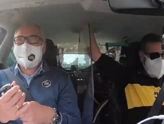 """De vreugdetaferelen in de volgwagen bij Jumbo-Visma: """"Klasse, Wout! Klasse, Nathan!"""""""