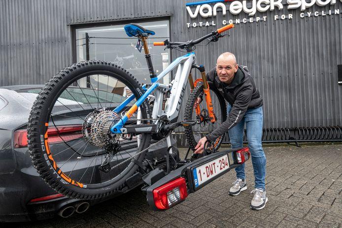 Let goed op of je drager sterk genoeg is voor het gewicht van de fietsen, tipt Peter Van den Nest.