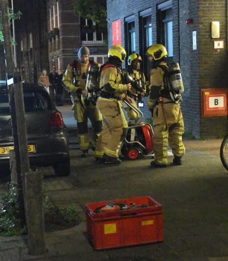 Brand in liftschacht aan de Christoffel Plantijnstraat in Den Haag